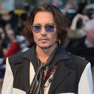 Johnny Depp in UK Premiere of Dark Shadows - Arrivals - johnny-depp-uk-premiere-dark-shadows-05