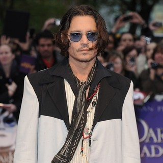 Johnny Depp in UK Premiere of Dark Shadows - Arrivals - johnny-depp-uk-premiere-dark-shadows-06