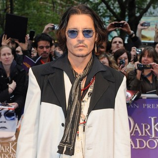 Johnny Depp in UK Premiere of Dark Shadows - Arrivals - johnny-depp-uk-premiere-dark-shadows-08
