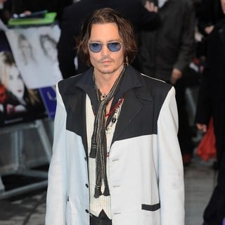 Johnny Depp in UK Premiere of Dark Shadows - Arrivals - johnny-depp-uk-premiere-dark-shadows-09