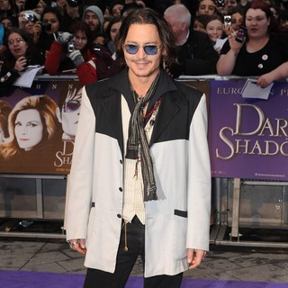 Johnny Depp in UK Premiere of Dark Shadows - Arrivals - johnny-depp-uk-premiere-dark-shadows-10