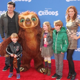 Bart Johnson, Robyn Lively in The Croods Premiere - Arrivals