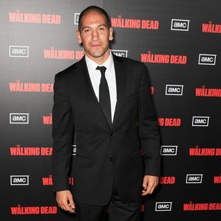 Jon Bernthal in The Premiere of AMC's The Walking Dead 2nd Season - jon-bernthal-premiere-the-walking-dead-season-2-01