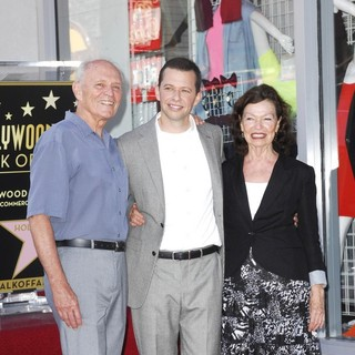 Donald David Cryer, Jon Cryer, Gretchen Kiger in Jon Cryer Is Honored with A Hollywood Star