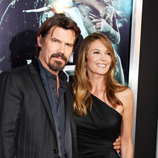Josh Brolin in World Premiere of 'Jonah Hex' - jonah_hex_premiere_23_wenn2893070