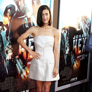 Julia Jones in World Premiere of 'Jonah Hex'
