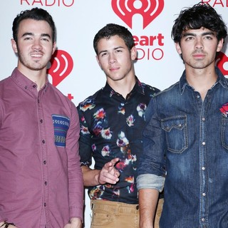 Jonas Brothers in 2012 iHeartRadio Music Festival - Day 2 - Arrivals
