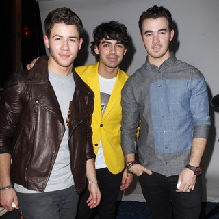 Jonas Brothers in KIIS FM's Jingle Ball 2012 Presented by G by Gues - Gifitng Lounge