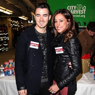 Kevin Jonas, Danielle Deleasa in Kevin Jonas and Danielle Deleasa Host A FDNY Food Drive for Hurricane Sandy Victims