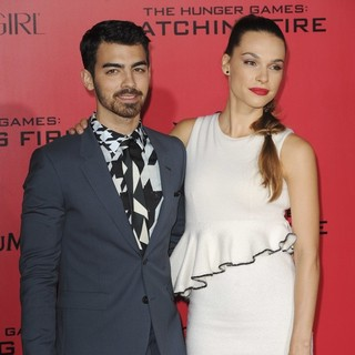 Joe Jonas, Blanda Eggenschwiler in The Hunger Games: Catching Fire Premiere