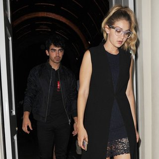 Joe Jonas - Kendall Jenner Joins Gigi Hadid and Joe Jonas at Sketch Restaurant
