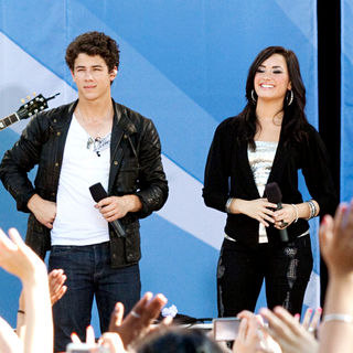 Nick Jonas - The Jonas Brothers Perform for ABC's 'Good Morning America' Summer Concert Series