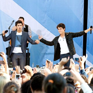 Joe Jonas, Nick Jonas, Jonas Brothers in The Jonas Brothers Perform for ABC's 'Good Morning America' Summer Concert Series