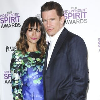 Rashida Jones, Ethan Hawke in 27th Annual Independent Spirit Awards - Press Room