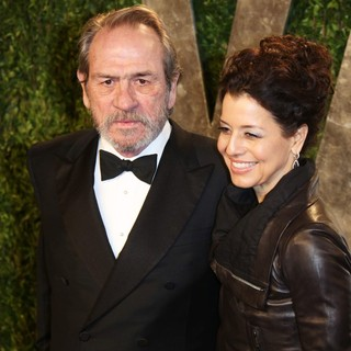 Tommy Lee Jones, Dawn Laurel in 2013 Vanity Fair Oscar Party - Arrivals