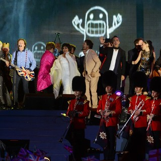 Tom Jones, Paul McCartney, Shirley Bassey, Cliff Richard, Robbie Williams, Jessie J in The Diamond Jubilee Concert