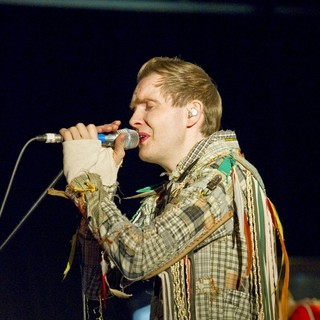 Jonsi, Sigur Ros in Jonsi Kicks Off His European Solo Tour
