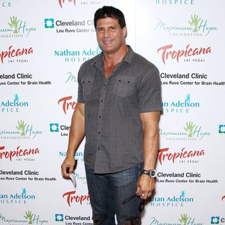Jose Canseco in Tropicana Las Vegas to Host Poker Tournament for Brad Garrett's Maximum Hope Foundation