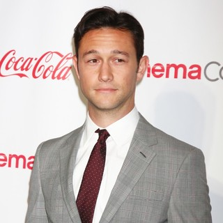 Joseph Gordon-Levitt in 2013 CinemaCon Big Screen Achievement Awards - joseph-gordon-levitt-2013-cinemacon-big-screen-achievement-awards-02