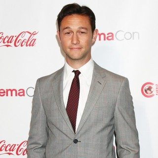 Joseph Gordon-Levitt in 2013 CinemaCon Big Screen Achievement Awards - joseph-gordon-levitt-2013-cinemacon-big-screen-achievement-awards-03