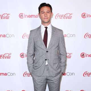 Joseph Gordon-Levitt in 2013 CinemaCon Big Screen Achievement Awards - joseph-gordon-levitt-2013-cinemacon-big-screen-achievement-awards-04