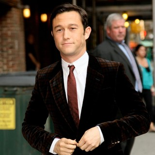 Joseph Gordon-Levitt in The Late Show with David Letterman - Arrivals - joseph-gordon-levitt-late-show-with-david-letterman-03