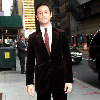 Joseph Gordon-Levitt in The Late Show with David Letterman - Arrivals - joseph-gordon-levitt-late-show-with-david-letterman-04