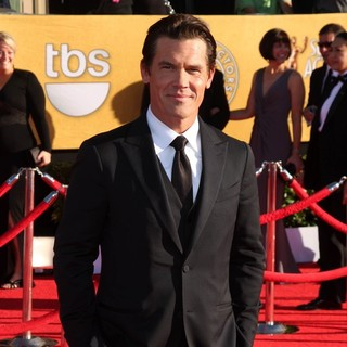 Josh Brolin in The 18th Annual Screen Actors Guild Awards - Arrivals