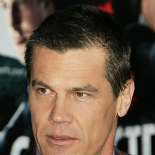 Josh Brolin in The Los Angeles World Premiere of Gangster Squad - Arrivals - josh-brolin-premiere-gangster-squad-01
