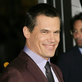 Josh Brolin in The Los Angeles World Premiere of Gangster Squad - Arrivals - josh-brolin-premiere-gangster-squad-02