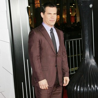 Josh Brolin in The Los Angeles World Premiere of Gangster Squad - Arrivals - josh-brolin-premiere-gangster-squad-03