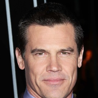 Josh Brolin in The Los Angeles World Premiere of Gangster Squad - Arrivals - josh-brolin-premiere-gangster-squad-04