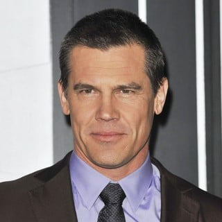 Josh Brolin in The Los Angeles World Premiere of Gangster Squad - Arrivals - josh-brolin-premiere-gangster-squad-05