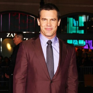 Josh Brolin in The Los Angeles World Premiere of Gangster Squad - Arrivals - josh-brolin-premiere-gangster-squad-06