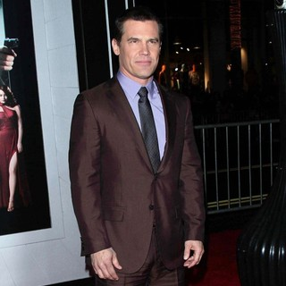 Josh Brolin in The Los Angeles World Premiere of Gangster Squad - Arrivals - josh-brolin-premiere-gangster-squad-07