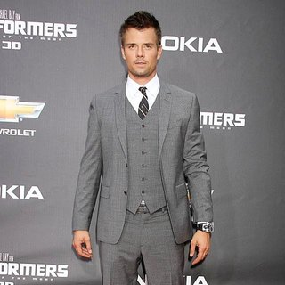 New York Premiere of Transformers Dark of the Moon - josh-duhamel-premiere-transformers-dark-of-the-moon-04