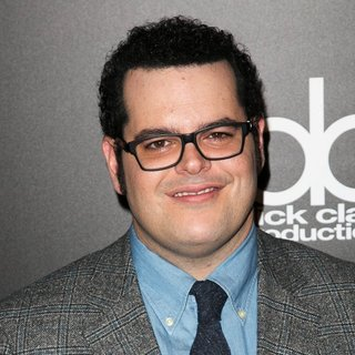 Josh Gad in 2014 People Magazine Awards - Red Carpet Arrivals