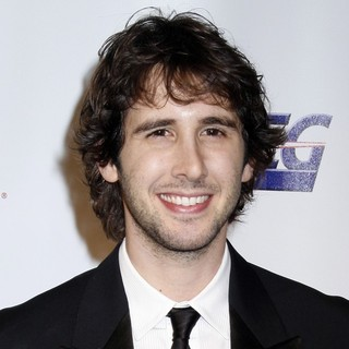 Josh Groban in 2010 MusiCares Person of The Year Tribute to Neil Young - Arrivals