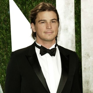 Josh Hartnett in 2013 Vanity Fair Oscar Party - Arrivals - josh-hartnett-2013-vanity-fair-oscar-party-01