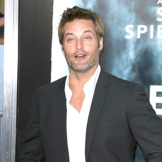 Josh Holloway in Los Angeles Premiere of Super 8