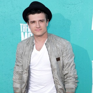 Josh Hutcherson in 2012 MTV Movie Awards - Arrivals