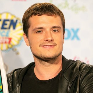 Josh Hutcherson in Teen Choice Awards 2014 - Press Room - josh-hutcherson-teen-choice-awards-2014-press-room-02