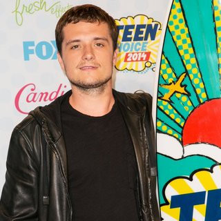Josh Hutcherson in Teen Choice Awards 2014 - Press Room - josh-hutcherson-teen-choice-awards-2014-press-room-04