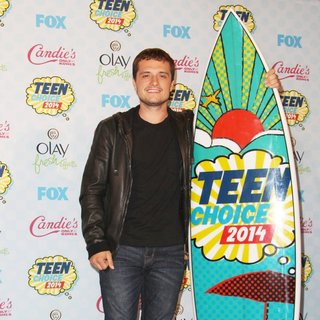 Josh Hutcherson in Teen Choice Awards 2014 - Press Room - josh-hutcherson-teen-choice-awards-2014-press-room-06