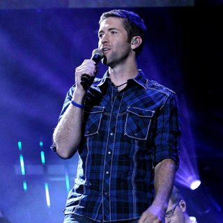Josh Turner in CMA Music Festival Nightly Concerts - Day 3 - josh-turner-cma-music-festival-nightly-concerts-01
