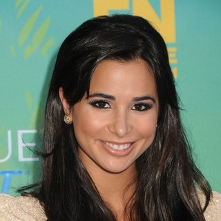 Josie Loren in 2011 Teen Choice Awards