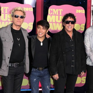 Journey in 2012 CMT Music Awards - journey-2012-cmt-music-awards-01