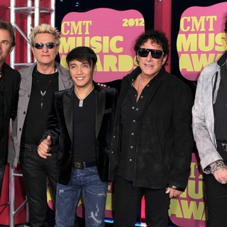 Journey in 2012 CMT Music Awards - journey-2012-cmt-music-awards-02