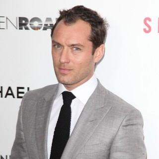 Jude Law in New York Premiere of Side Effects - jude-law-premiere-side-effects-03