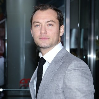 Jude Law in New York Premiere of Side Effects - jude-law-premiere-side-effects-04